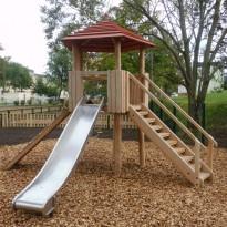 Spielplatz mit Kletteranlage mit Rutsche - Spielplatzhersteller Naturholz Kästner