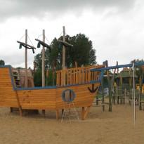 Abenteuerspielplatz Holzschiff - Spielplatzhersteller Naturholz Kästner