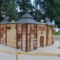 Abenteuerspielplatz, Spielburg zum Klettern mit Rutsche - Spielplatzhersteller Naturholz Kästner