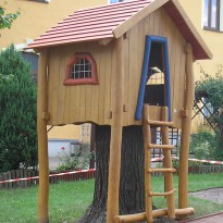 Spielhaus auf Selzen, Baumhaus - Spielplatzhersteller Naturholz Kästner