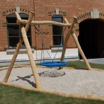 Spielanlage mit Nestschaukel für Kleinkinder - Spielplatzhersteller Naturholz Kästner
