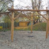 Spielanlage mit Schaukel mit Lehne für Kleinkinder - Spielplatzhersteller Naturholz Kästner