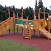 Spielplatz, Spielanlage mit Rutsche für Kleinkinder - Spielplatzhersteller Naturholz Kästner