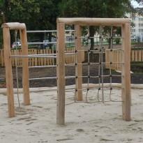 Spielanlage mit Netz zum Klettern - Spielplatzhersteller Naturholz Kästner