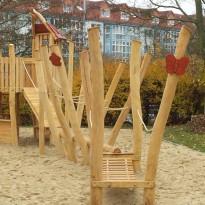 Spielplatz zum Klettern mit Kletterparcour