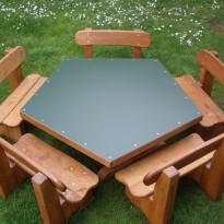 Sitzgruppe mit Tisch aus Holz- lasiert - Spielplatzhersteller Naturholz Kästner