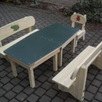 Herstellung Sitzgruppe für Kinder aus Massivholz - Spielplatzhersteller Naturholz Kästner