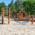 Kinderspielplatz mit Netzschaukel, Spielschiff - Spielplatzhersteller Naturholz Kästner