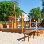 Abenteuerspielplatz: Spielschiff aus Holz - Spielplatzhersteller Naturholz Kästner
