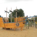 Abenteuerspielplatz mit Spielschiff aus Holz- Spielplatzhersteller Naturholz Kästner
