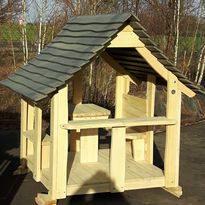 Kinderspielplatz: Spielhaus aus Holz - Spielplatzhersteller Naturholz Kästner