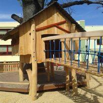 Baumhaus Mischka, Spielhaus aus Holz - Spielplatzhersteller Naturholz Kästner
